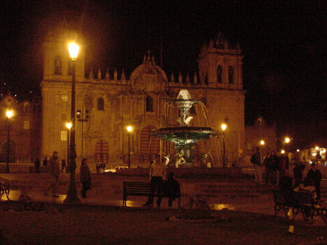 fountainnoche.jpg