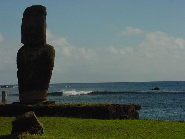 moaiwave.jpg